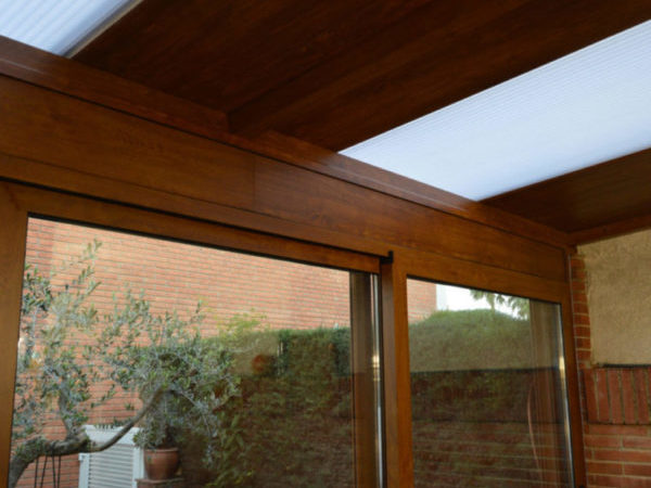 techo panel sandwich imitación madera y policarbonato