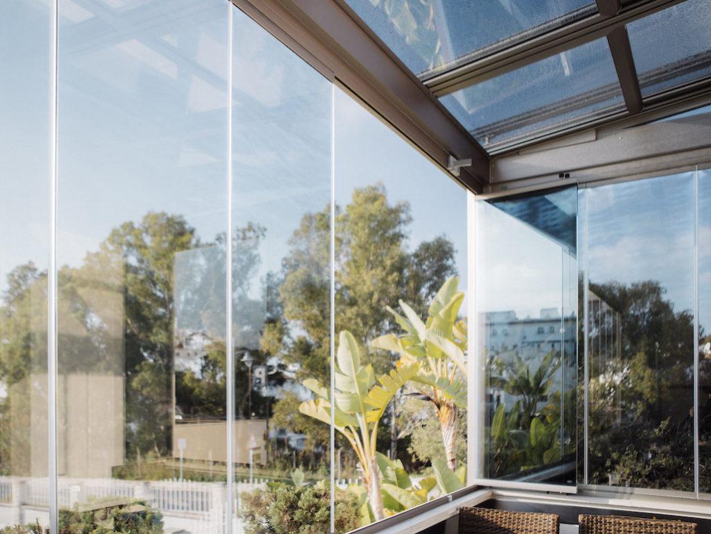Cortina de cristal y techo corredero de cristal
